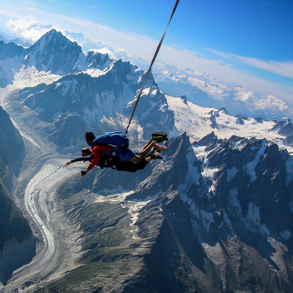 Parachute près d'Annecy au mont blanc