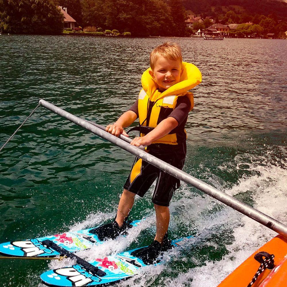 ski nautique enfant lac d'annecy