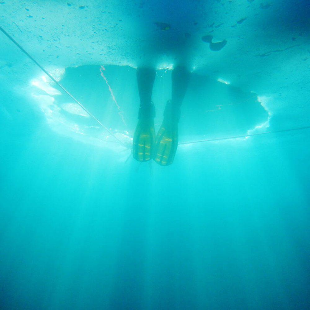 plongeur sous glace