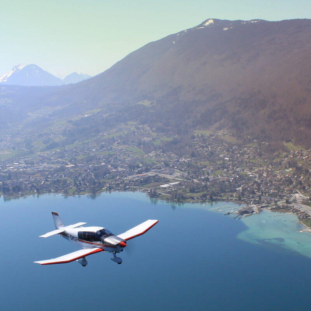 Avion au lac d'Annecy