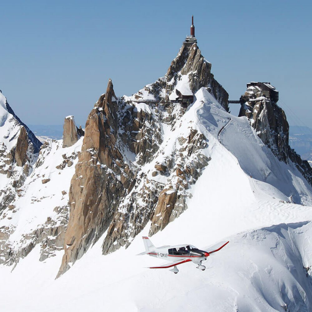 Avion survol le Mont-blanc