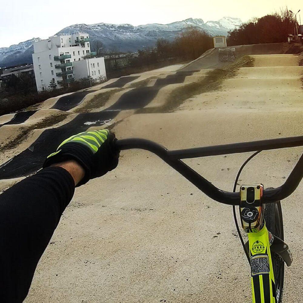 Circuit de BMX avec bosses